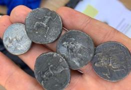 """في غزة.. قطع أثرية مبعثرة في يد """"مجموعات خاصة"""""""