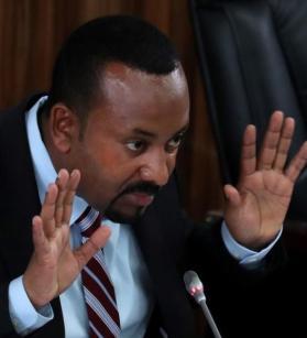 أحمد يجيب عن أسئلة أعضاء البرلمان الإثيوبي (رويترز)