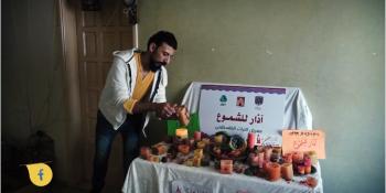 بسام حميد.. شاب فلسطيني يوقد رزقه من الشموع