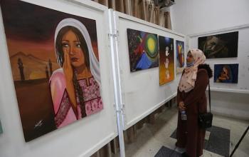 المعرض الدولي الأول للفن التشكيلي في فلسطين داخل جمعية الشبان المسيحية في مدينة غزة