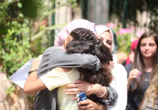 تفوق ابناء الاسرى ينسي اباءهم عذابات الأسر ويعيشون فرحة النجاح