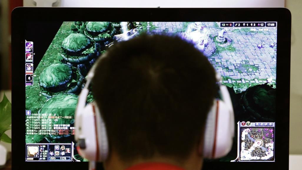 الانشغال باللعب على الحاسوب لفترة طويلة دون الذهاب إلى المرحاض قد يؤدي إلى مشاكل خطيرة