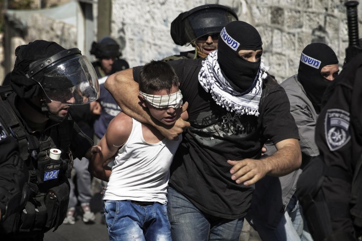 من سيغطي الطفل نادر حجازي في سجنه؟