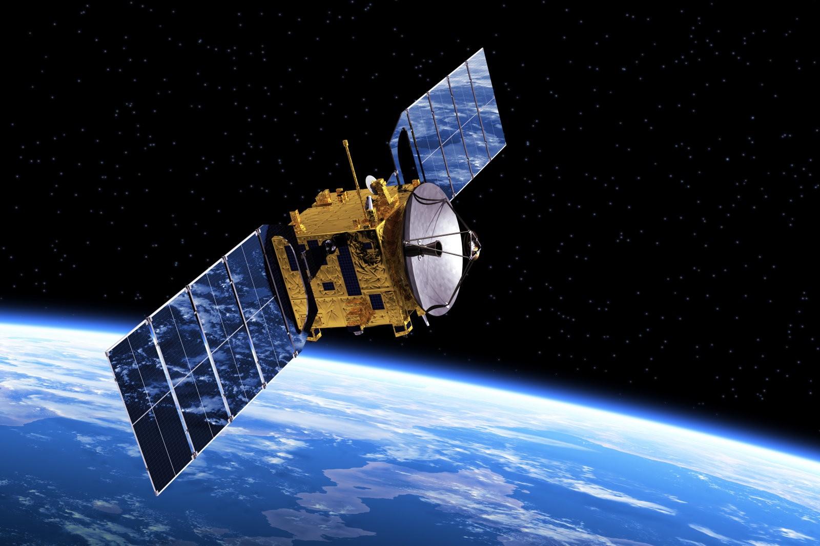 السعودية تطلق اول قمر صناعي للاتصالات