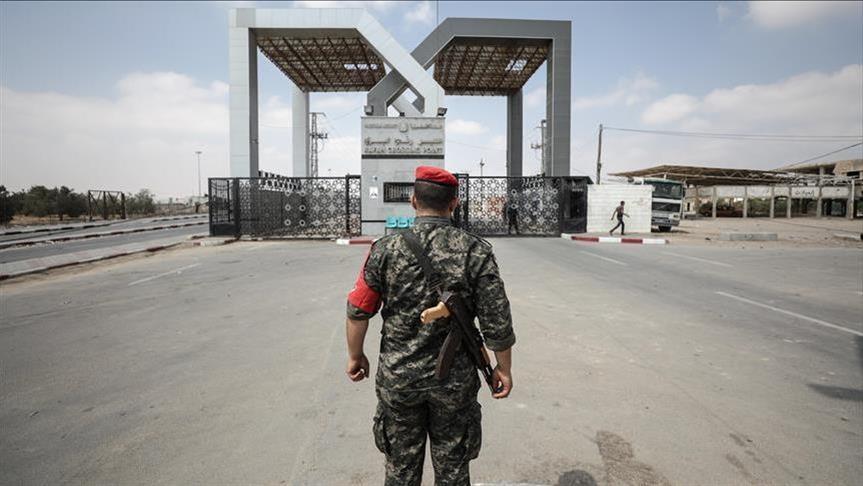 """لماذا انسحبت السلطة من المعبر قبل وصول لجنة """"الجنايات"""" لغزة بيوم واحد؟!"""