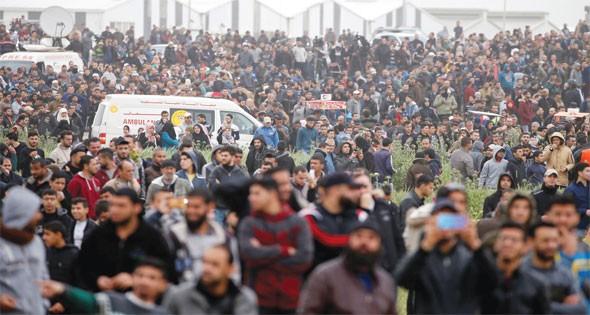 شارك عشرات آلاف المواطنين من سكان قطاع غزة في مليونية الأرض والعودة وكسر الحصار