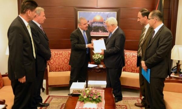 الشعبية: الحكومة تتجه لتكريس تنفيذ صفقة القرن وفصل الضفة عن غزة