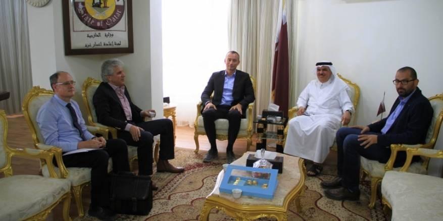 السفير العمادي يستقبل ملادينوف ويبحثا الأوضاع الإنسانية لقطاع غزة