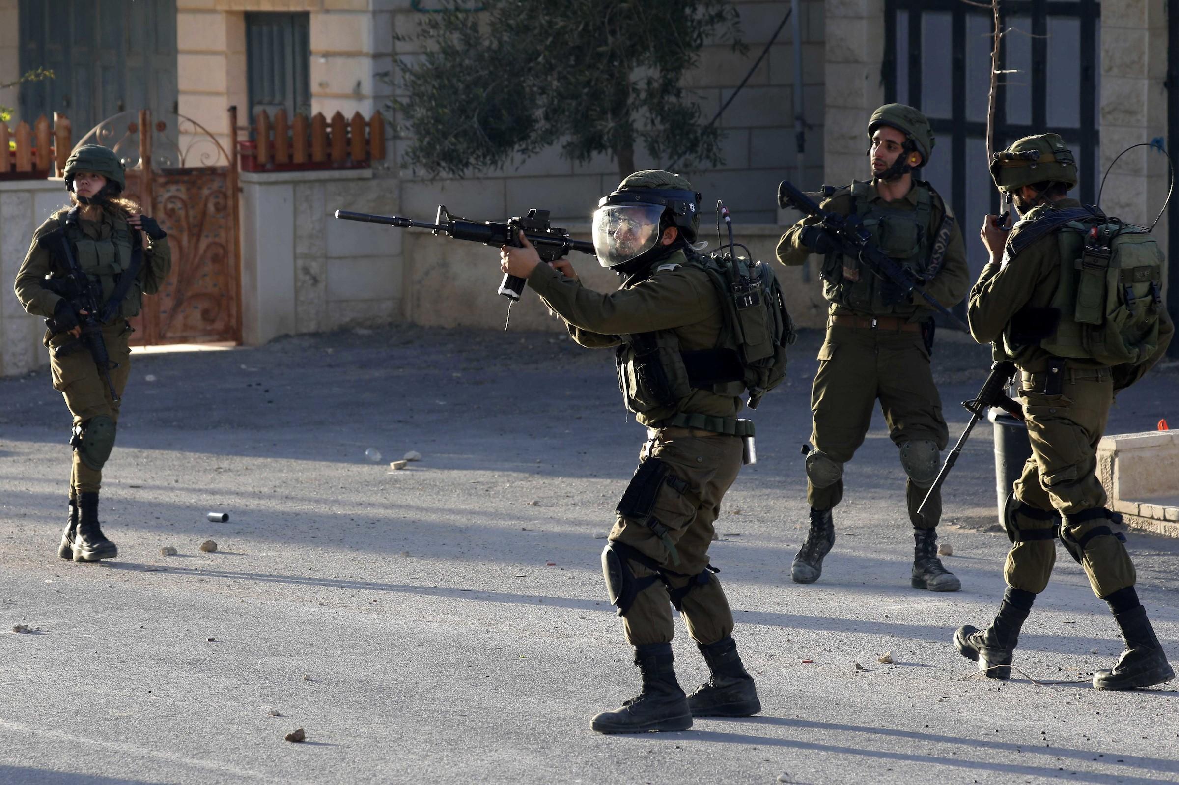 سلسلة مداهمات للضفة- الاحتلال يعتقل 8 مواطنين