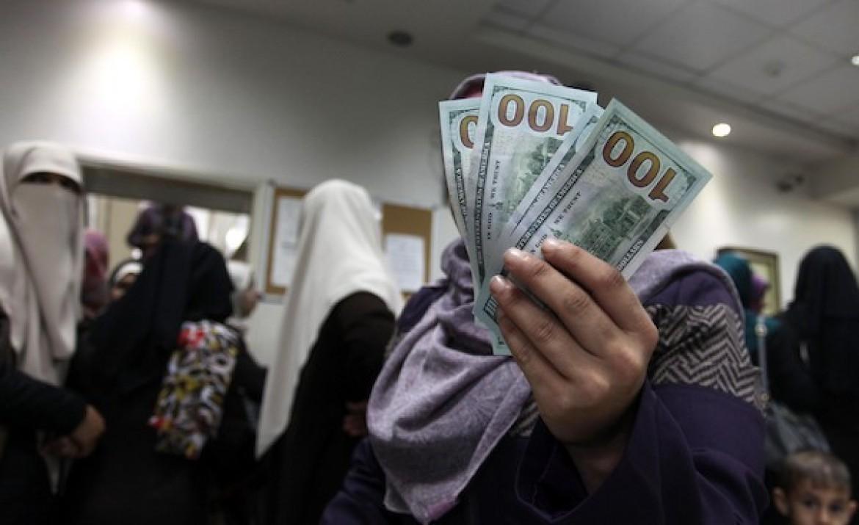 بدء صرف منحة قطر 100 دولار للأسر الفقيرة