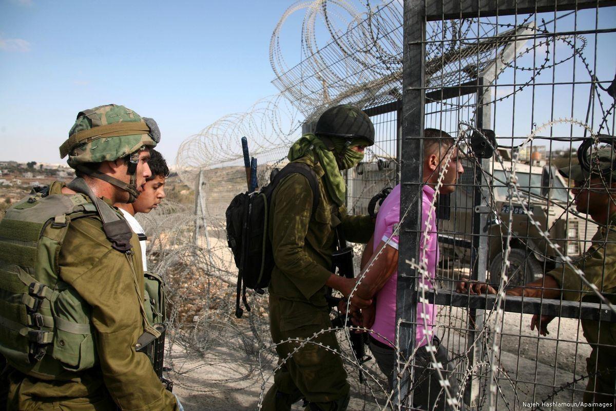 جيش الاحتلال: اعتقال فلسطيني من غزة بحوزته قُنبلة