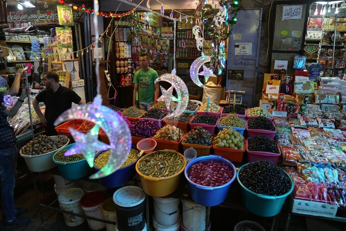 أسواق غزة تئن في رمضان