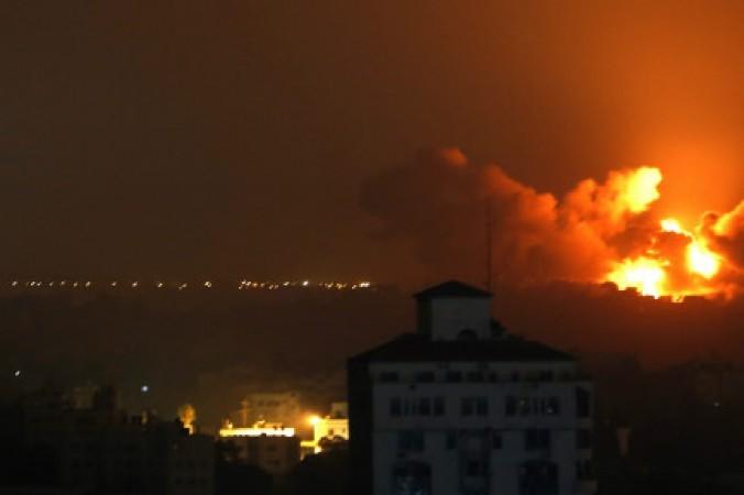 قصف غزة يتصدر عناوين الصحف الإسرائيلية