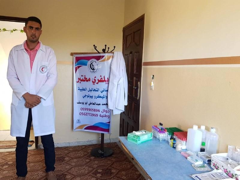 """لدوافع إنسانية.. فلسطيني يطلق خدمة """"ديلفري مختبر"""""""