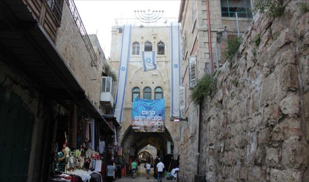 بعربدة الاحتلال.. عائلة صيام تخلي منزلها للمستوطنين