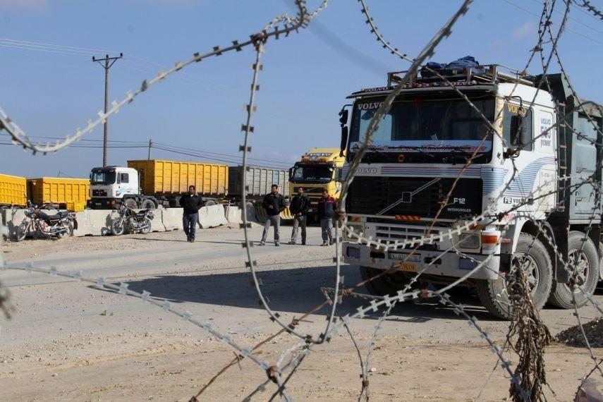 الاحتلال يقابل التسهيلات الاقتصادية لغزة بتعقيد إجراءاتها
