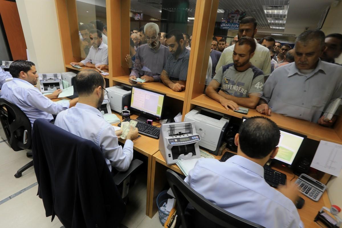 صرف سلفة مالية لموظفي غزة الثلاثاء المقبل