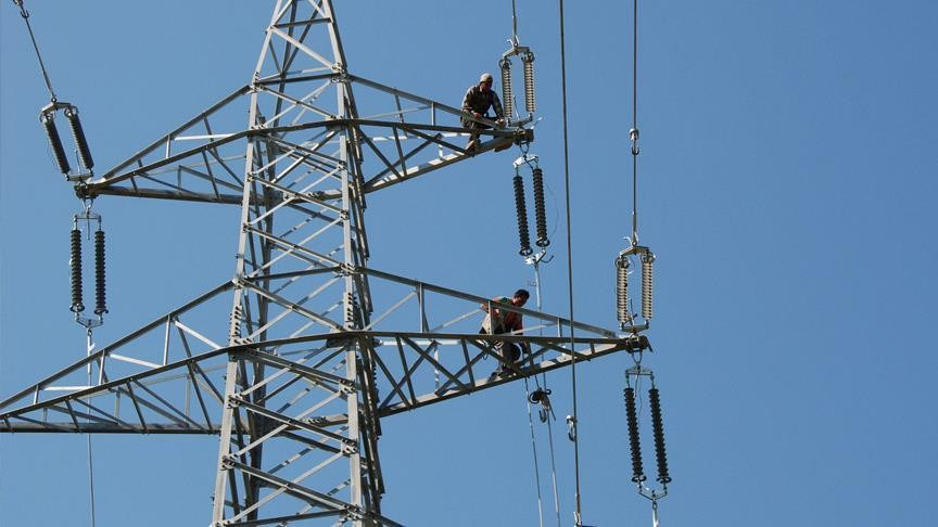 الاحتلال يقطع الكهرباء عن الضفة
