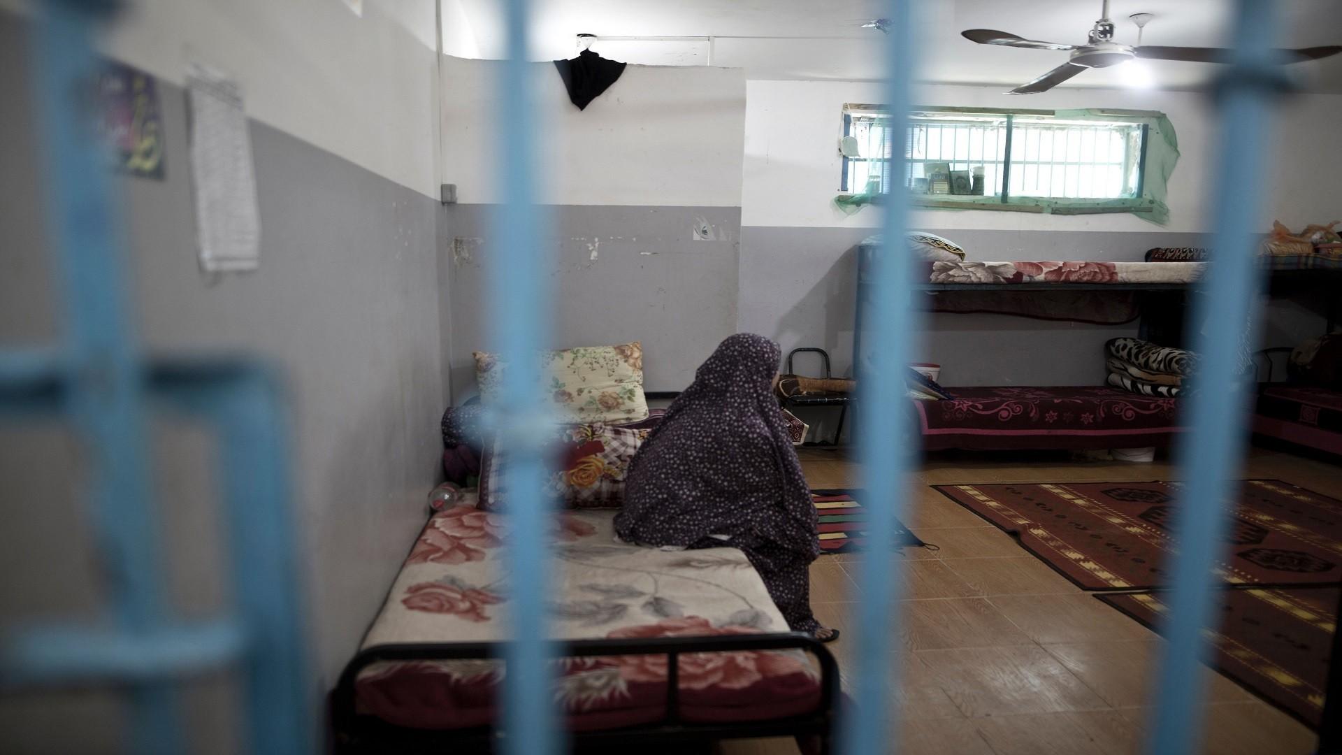 شاهد| 42 أسيرة في سجون الاحتلال