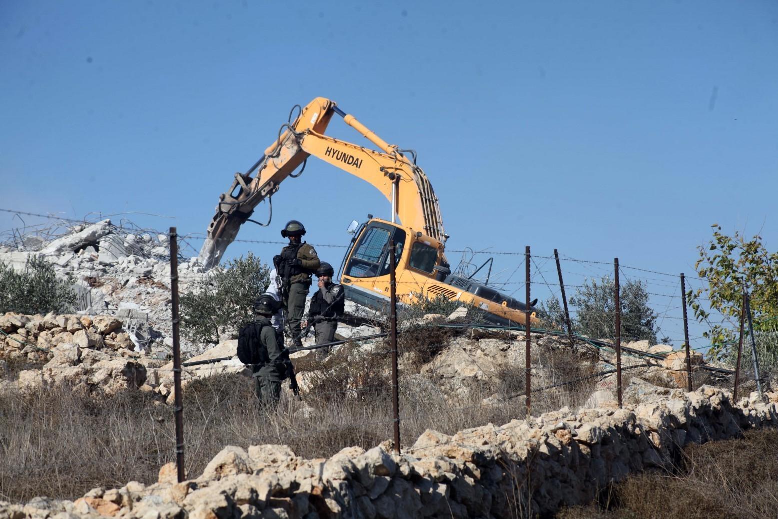 بيت جالا: الاحتلال يهدم خيمة عائلة زرينة للمرة السادسة