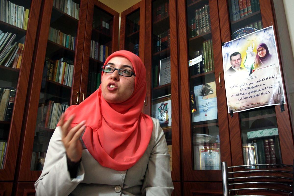 الاحتلال يفرق شمل عائلة الطويل باعتقال بشرى