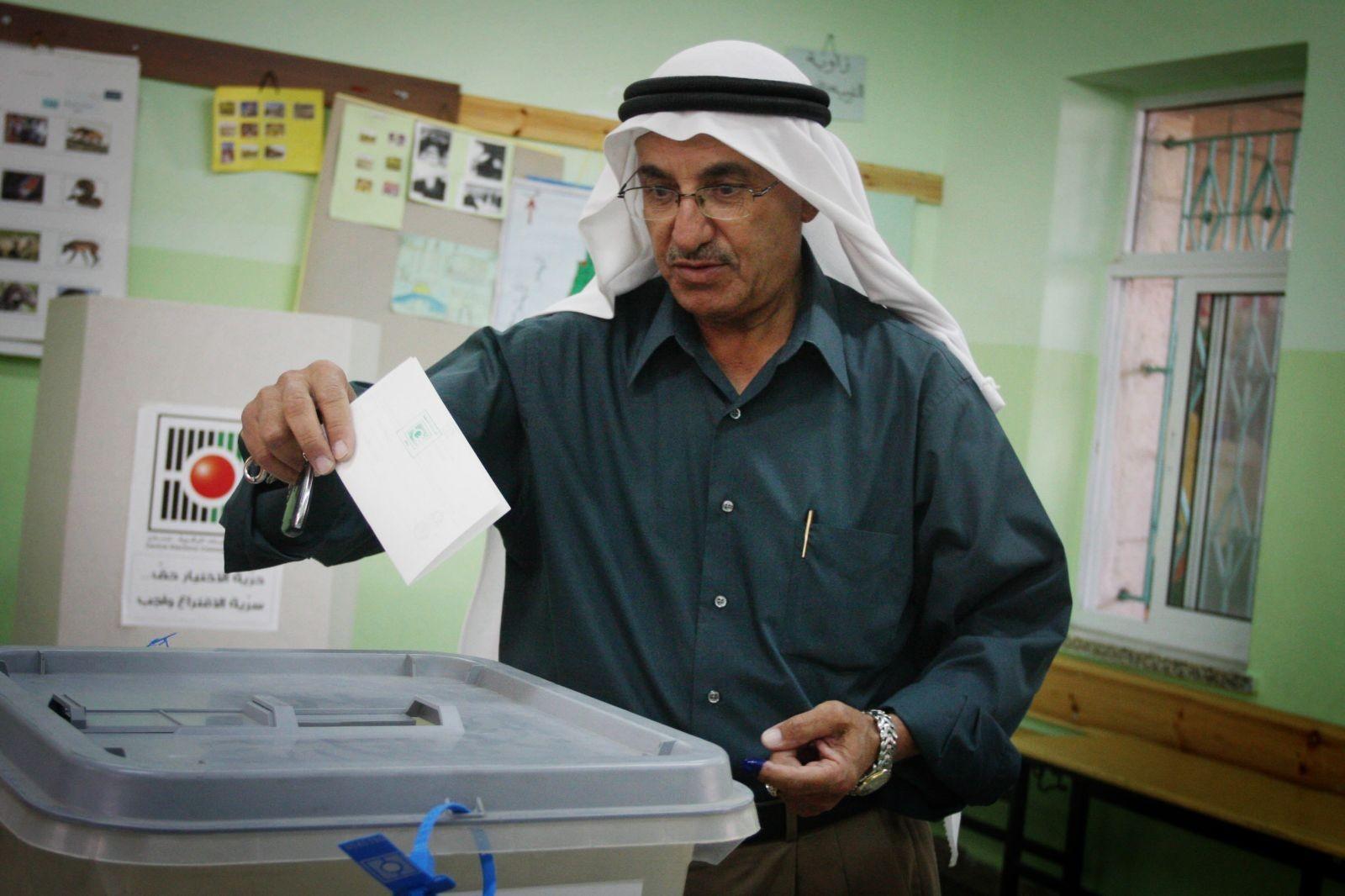 حماس: السلطة تتلاعب بالانتخابات وتفتقد الجدية