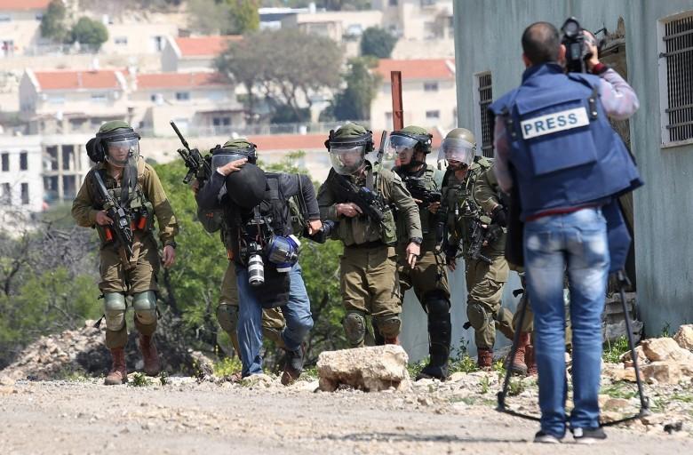 27 انتهاكًا إسرائيليًا بحق الصحفيين الشهر الماضي