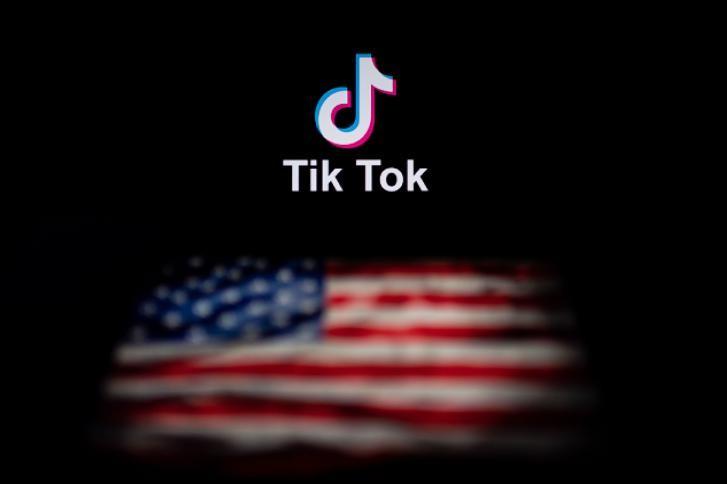 """اعتبارا من الأحد.. واشنطن تحظر تطبيقي """"تيك توك"""" و""""وي تشات"""" الصينيين"""