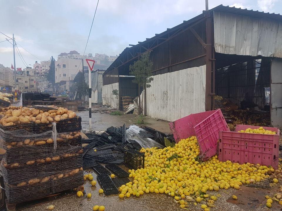 """الاحتلال يعطل """"حسبة بيتا"""" ويسبب خسائر للتجار"""
