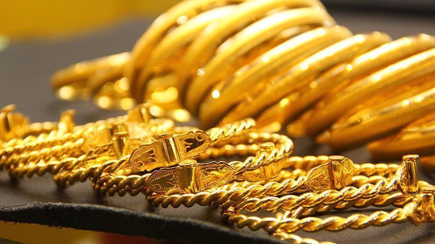 الذهب يفقد مكاسبه الصباحية رغم تراجع الدولار