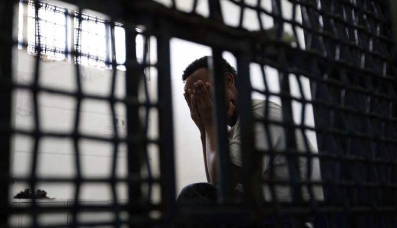 أسير في أحد سجون الاحتلال (الأرشيف)
