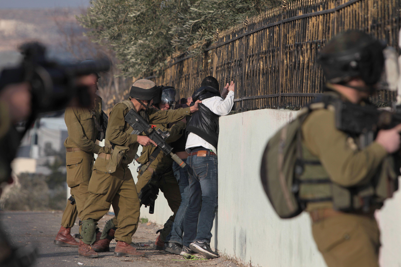 الاحتلال يعتقل شابين من بيت لحم