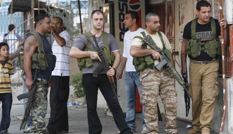 """فوضى السلاح في """"عين الحلوة"""" تهدد آلاف اللاجئين الفلسطينيين"""