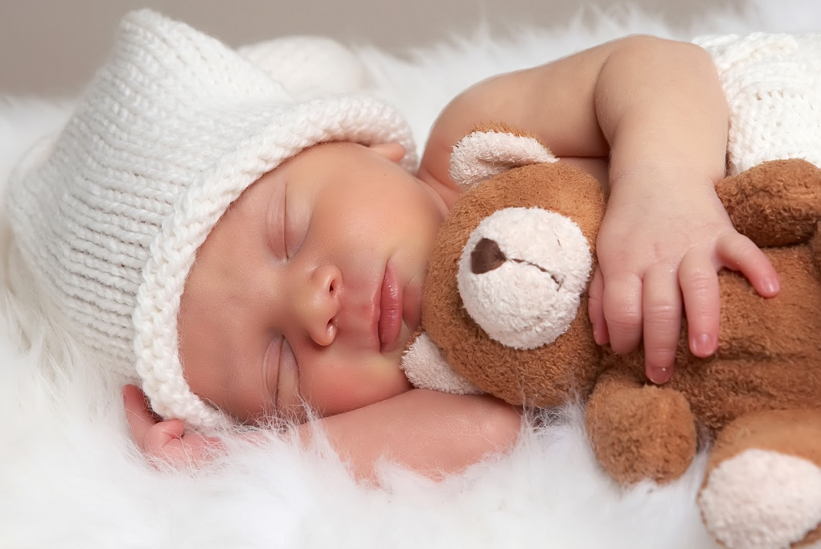 طفل نائم