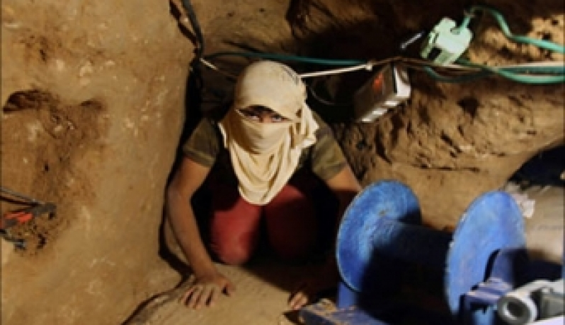 الرسالة نت - انتشال جثامين 4 مفقودين بنفق أغرقه الجيش المصري